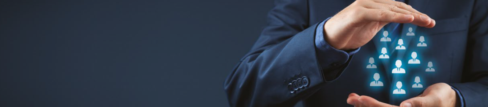 Applications informatiques, il s'agit notamment des progiciels qui permettent de traiter directement avec le client, que ce soit sur le plan de la vente, du marketing ou du service, et que l'on regroupe souvent sous le terme de « front-office », ceci par opposition aux outils de « back-office » que sont les progiciels de gestion intégrés.